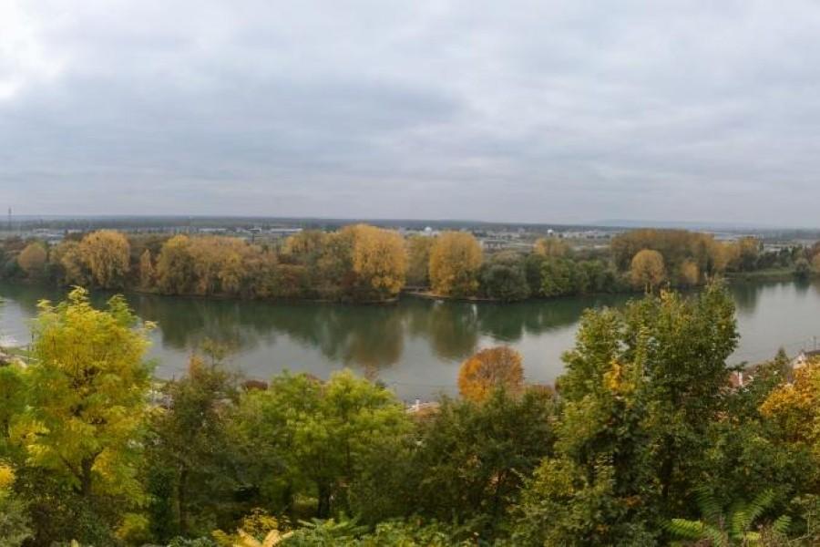 Propriété Vue sur la Seine à 15km de PARIS.